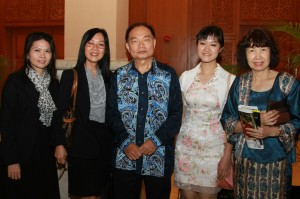US Embassy Program Specialist, Mr Chew Wing Foong and grantees